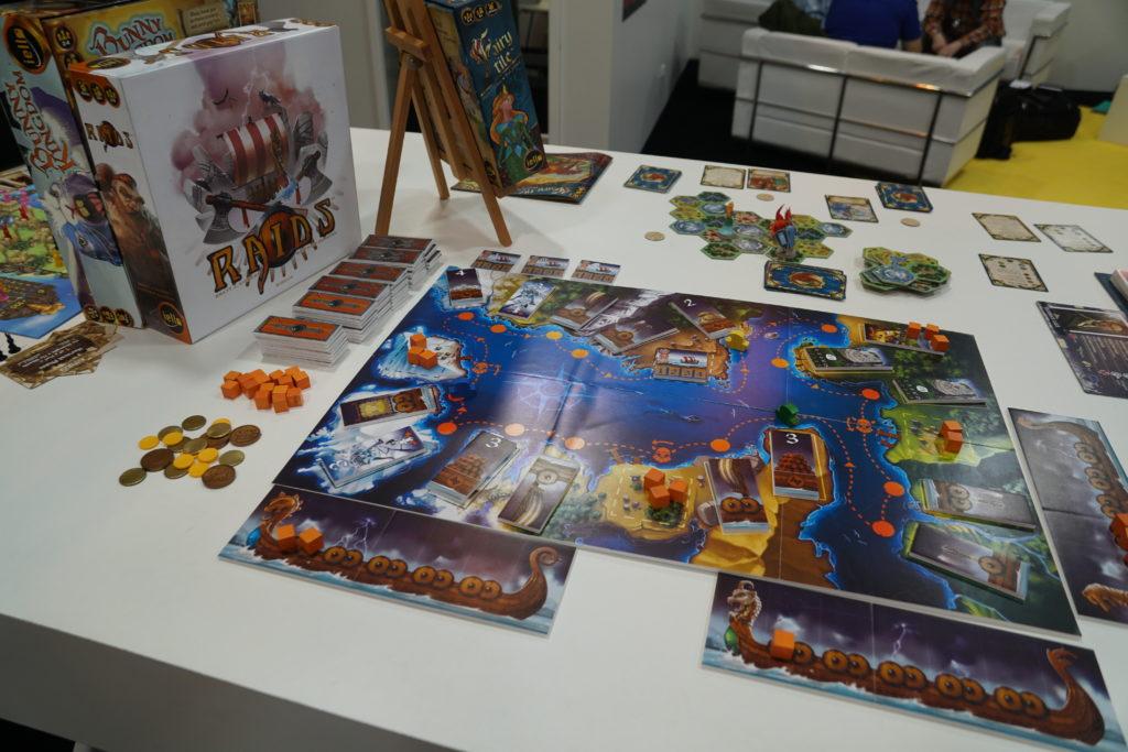 Raids est un jeu de pick-up & deliver mêlé à un jeu de vikings où les drakkars vont s'affronter...