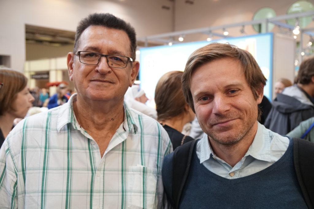 Yvon et Sébastien, deux Vin d'joueurs venus spécialement de Nouvelle Calédonie pour le Spiel! Et pour nous y rencontrer un peu aussi m'ont-ils avoué. En voilà des mordus ;-) Un graznd bonjour là-bas :-)