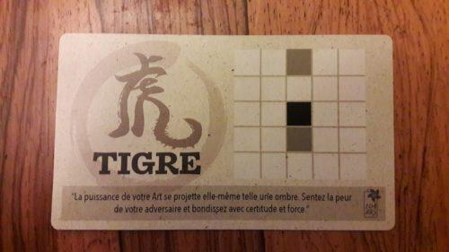 La carte Tigre nous permet d'avancer un de nos pions de 2 cases ou de le reculer d'une case